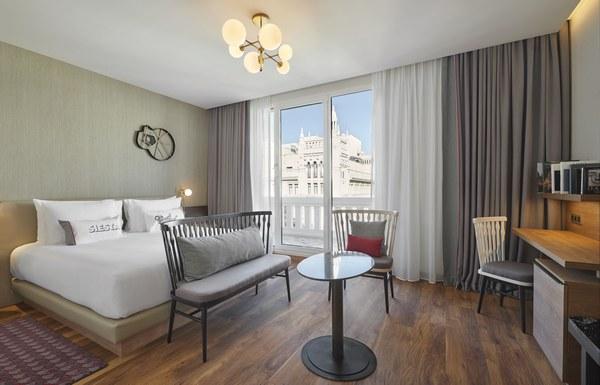 Hyatt-Centric-Gran-Via-Madrid-King-Gran-Via-View