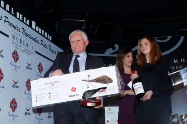 Paolo Vasile, de Telecinco, con sus premios.