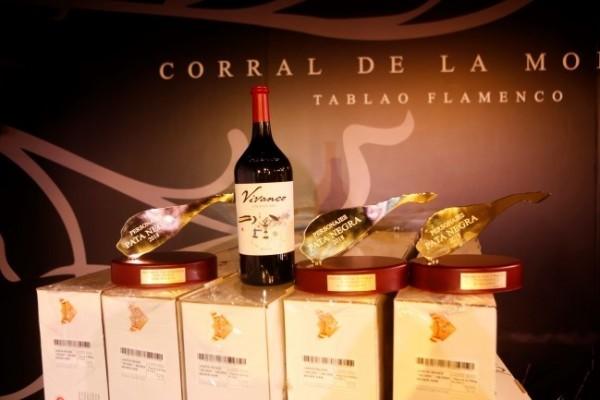 Los Premios Pata Negra: trofeo, jamón y vino Vivanco.
