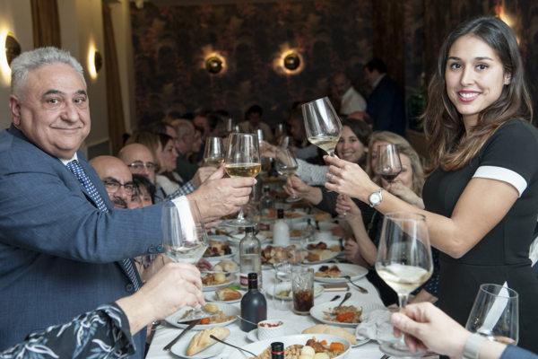 Tomás y Ainhoa Gutiérrez en el maridaje de cocido con champagne de La Clave.