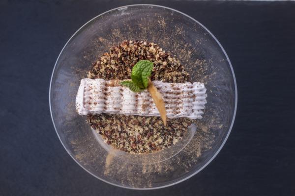 gastrosytyle---Suspiro limeño con merengue y salsa de Oporto---001