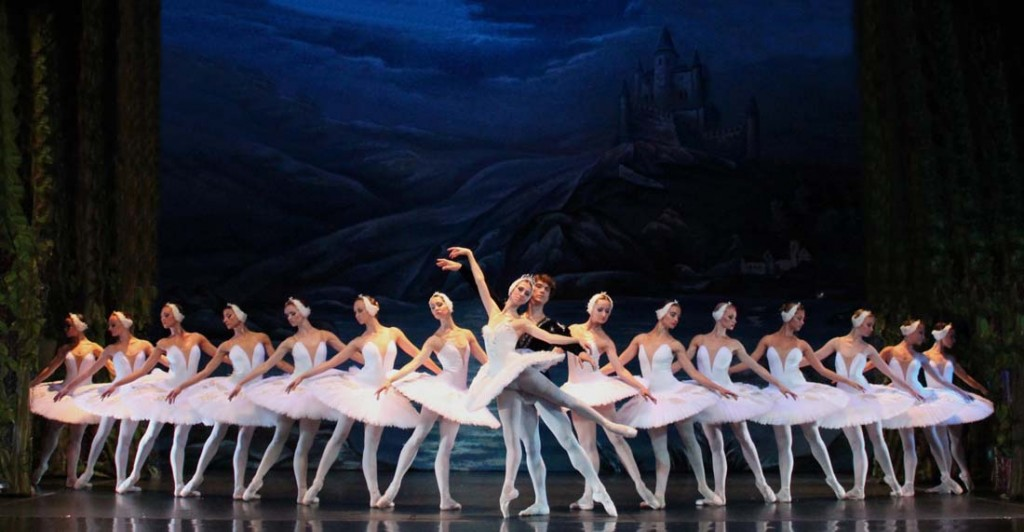 lago-cisnes-ballet-san-petersburgo_14