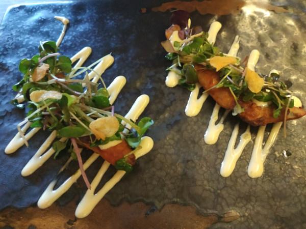 Fritura de Parrocha marinada en ponzu y Chile verde, emulsión de piparras encurtidas y frescas, lima y jengibre.