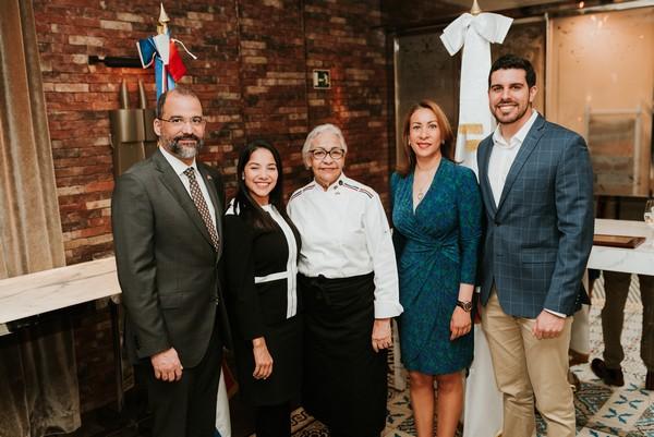 E. Lithgow, Karyna Font-Bernard y embajador_Evento Oficina de Turismo de Rep. Dominicana