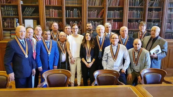 Foto de familia de Sophie Boulé con los ganadores del primer Gran Collar de la Orden del Culto a Paul Bocuse. A la derecha, su fundador Jaoquín Madrigal Tobías 'Maito'. CM-MG.