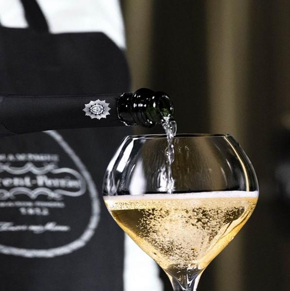 El arte de servir el champagne a la francesa